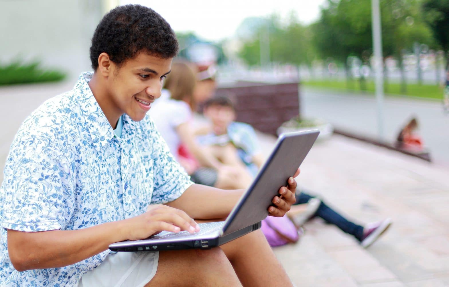 7 things high school juniors can do now to gear up for college applications