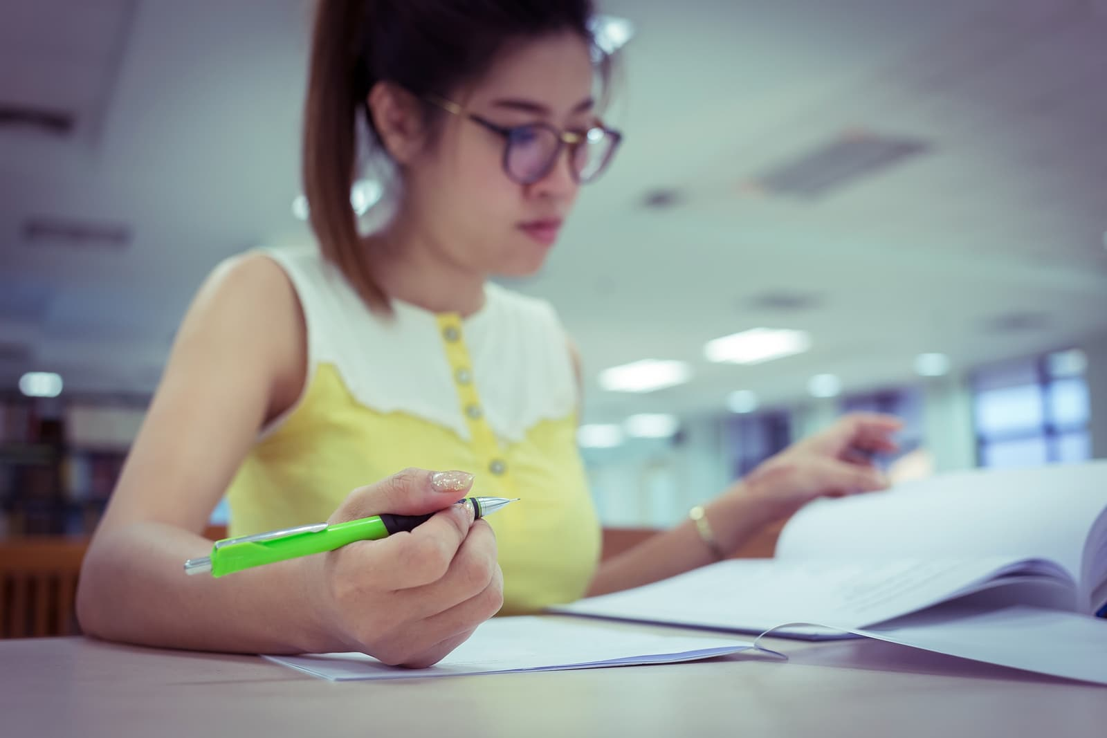 9 Easy Steps on How to Write a Good Essay for College & Scholarships