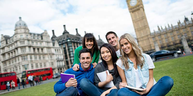 10 Amazing Benefits of Studying Abroad